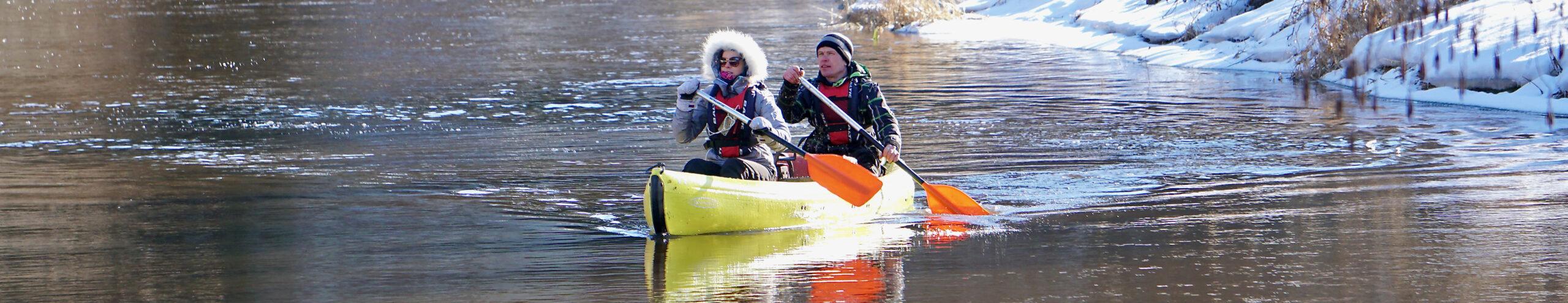 Kanuumatkajad jõel talvel